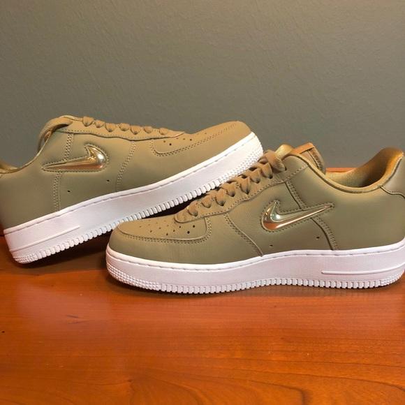 0e4d567278a Nike Womens 9.5 Olive AIR FORCE 1  07 Premium LX